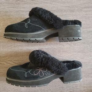 UGG Fur Lined Suede Clogs Slip Ons Black Size 10